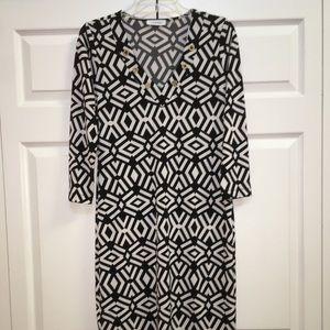 CALVIN KLEIN GORGEOUS BLACK & WHITE DRESS-LIKE NEW